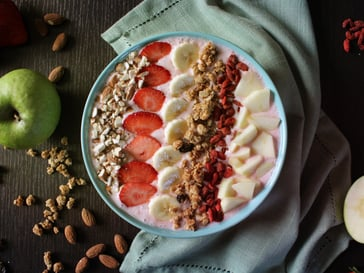 Smoothie bowl<br>with strawberries and yogurt