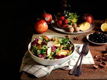 Salad with Gala apples<br>and walnuts