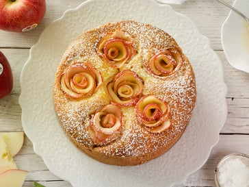 Apple gateau<br>with Gala apple roses